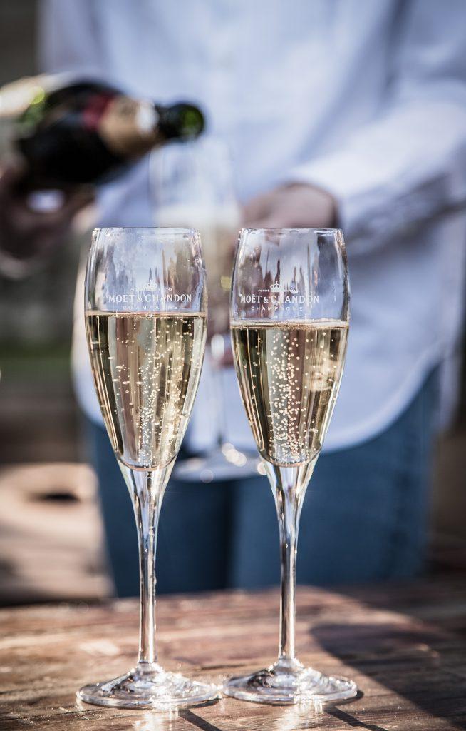 Brindis con champange Moêt & Chandon